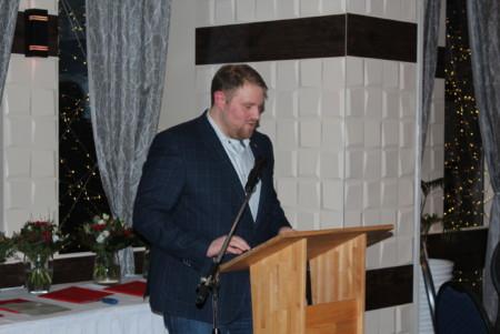 Dennis True (Vorsitzender der SPD Stuhr) bei seiner Begrüßungsrede
